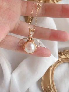 Bead Jewellery, Resin Jewelry, Jewelry Crafts, Beaded Jewelry, Wire Jewelry Designs, Handmade Wire Jewelry, Diy Necklace, Diy Earrings, Necklace Tutorial
