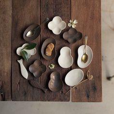 【「第12回東京蚤の市」豆皿&箸置きを楽しもう!】  東京豆皿市に集うのは、小さいながらも大きな存在感を放つ皿と箸置きたち。作家の個性が光る豆皿には、おかずを盛り付けたり、取り皿にしたり、アクセサリーを置いたりと、様々なシーンで活躍してくれます!  *写真は「竹口要」の豆皿と箸置き  ▶︎詳細はプロフィールのリンクから「第12回東京蚤の市」公式サイト「出店者一覧」へ  #tokyonominoichi#東京蚤の市#京王閣#手紙社#手紙舎#vintage#antique#アンティーク#ブロカント#東京北欧市#東京豆皿市#豆皿#箸置き#テーブルウェア#竹口要