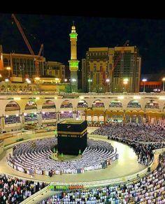 Masjid All haram a beautiful views . Mecca Madinah, Mecca Masjid, Mecca Wallpaper, Islamic Wallpaper, Mobile Wallpaper, Islamic Images, Islamic Pictures, Islamic Quotes, Couple Musulman