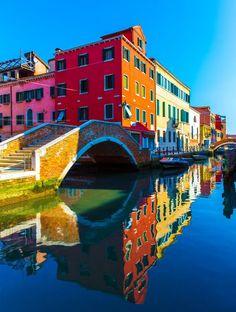 Le graphisme au quotidien. Les plus belles destinations d'Italie - Burano, île au Nord de Venise