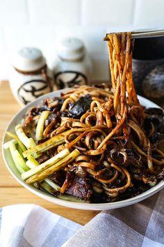 Vegan Jajangmyeon (Korean noodles with black bean sauce) Vegan Jajangmyeon (Korean noodles with black bean sauce),Pasta Rezepte Vegan – gesunde Nudel Rezepte Vegan Jajangmyeon (Korean noodles with black bean sauce) – Pickled Plum Food. Korean Black Bean Noodles, Korean Noodles, Black Noodles, Vegetarian Recipes, Cooking Recipes, Healthy Recipes, Lunch Recipes, Vegetable Recipes, Easy Recipes
