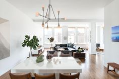 For a bachelor, a Homepolish designer in New York brought in new furnishings and modern finishings for a sleek vibe.