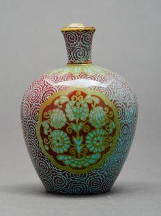 Zsolnay váza magyaros motívumokkal