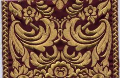 Gold/Burgundy (w/ Gold and White chasubles)