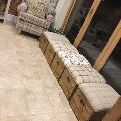 3 Best DIY Décor Inspirations for Apartments - FashDeco Crate Ottoman, Ottoman Decor, Diy Décoration, Hallway Decorating, Cushions On Sofa, Wooden Diy, Decoration, Cool Furniture, Home Projects