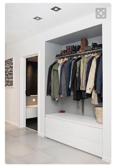 Garderobe Flur Spacious ideas for house interior design: curtains clothes rail ga # wardrobe # hallw Teal Living Rooms, Home And Living, Decoration Hall, Rideaux Design, Clothes Rail, Home Interior Design, Furniture Decor, Interior Inspiration, Storage Spaces