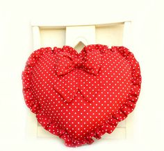 Cuscino a forma di cuore in cotone rosso con piccoli pois bianchi. (Mariposa Creazioni) - Heart pillow