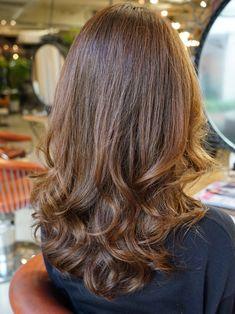 毎朝 コテ巻くのやめませんか?コテ巻き風パーマお客様スタイル紹介 | コテ巻き風デジタルパーマが得意の美容師野田ともる Curled Hairstyles, Cool Hairstyles, Hair Arrange, Asian Hair, Layered Haircuts, Perm, Hair Designs, Hair Hacks, Dyed Hair