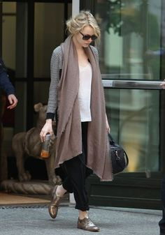 Emma Stone airport scarf style