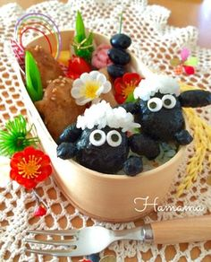 ひょっこり♡ひつじのショーン♪キャラ弁 Kawaii Bento, Cute Bento, Japanese Lunch Box, Japanese Food, Bento Box Lunch, Creative Food, Fruit Salad, Asian Recipes, Kids Meals