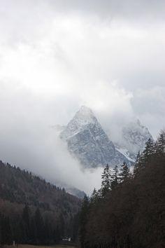 Frisch verschneite Waxensteine - Winterhochzeit, winter wedding - Empfang auf der Seeterrasse - reception on the lake terrace - Seehaus am Riessersee, Garmisch