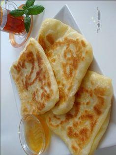 Recept voor msemmen, eensoort van Marokkaanse pannenkoeken. Ingrediënten: 500 gram bloem 200 gram fijne griesmeel beetje zout 1 bakpoeder lauw …