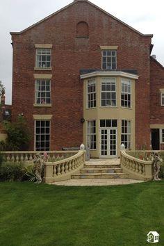 Dieses Landhaus in England lädt bis zu 18 Personen zum Verweilen ein.