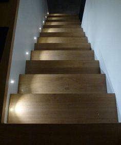 clairage escalier led indirect et spots led fix s au mur bricolo pinterest. Black Bedroom Furniture Sets. Home Design Ideas