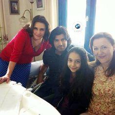 engin akyürek y su familia - Buscar con Google