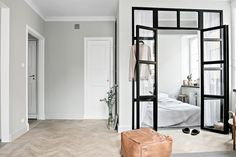 Great design for a studio apartment have a small industrial windowed off are for the bedroom Appartement Design Studio, Studio Apartment Design, Door Fittings, Tiny Apartments, Decoration Design, Minimalist Living, Home Decor Trends, Interiores Design, Apartment Living