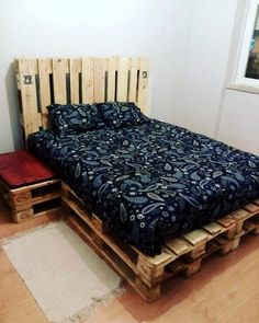 Stacked Pallet Platform Bed - 50+ DIY Pallet Ideas That Can Improve Your Home | Pallet Furniture