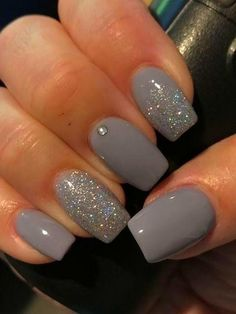 Best Winter Nails Ideas To Wear This Year Beautiful and .- Best Winter Nails Ideas To Wear This Year Beautiful and exquisite manicures Nagellack für dunkle Haut Best Winter Nails Ideas To Wear This Year - Grey Acrylic Nails, Gray Nails, Matte Nails, Acrylic Nail Designs Glitter, Dark Color Nails, Nail Colors, Winter Nail Designs, Short Nail Designs, Nail Ideas For Winter