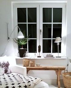 Von meinem Kuschelplatz wünsche ich  euch einen schönen Abend!  . Nur noch heute haben wir 15%Rabatt auf alles im Shop! Lass es euch nicht entgehen  bald ist  Weihnachten!  . www.houseofideas.de Code: INSTA15 . #amabend #houseofideas #interior4all #boligmagasinet#vakrerom#bestlite#onlyinterior #interior2you #interior_magasinet #houseofideasneueszuhause #window #sprossenfenster  #terrassenzimmer