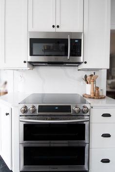 white quartz countertop and quartz backsplash slab #kitchendesign #quartzcountertops