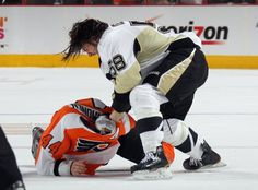 Kris Letang (# 58) Pittsburgh Penguins fights against Kimmo Timonen in the third game of the series against the Flyers. (Photo by Bruce Bennett / Getty Images)