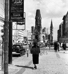 Kaiser Wilhelm Gedächtniskirche am Kurfürstendamm in Berlin, 1954