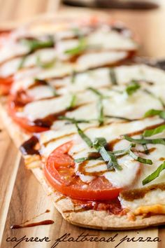 Delicious Caprese Flatbread Pizza