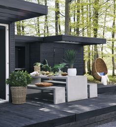 Outdoor Kitchen Ideas For The Best Summer Yet! Browse pictures of outdoor kitchen designs, outdoor kitchen plans, and outdoor kitchen essentials for ideas to create a beautiful, functional alfresco dining room. Terrasse Design, Patio Design, Garden Design, Outdoor Kitchen Plans, Outdoor Kitchen Design, Outdoor Rooms, Outdoor Dining, Outdoor Decor, Garden Furniture