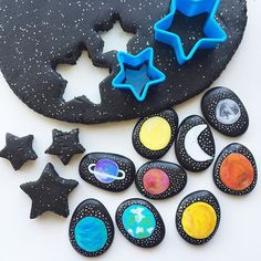 Quick & easy SPACE themed #invitationtoplay for this afternoon's after school activity! ⭐️    Miss2 asks for our black, sparkly playdough just about every day! & Mr3 is always activity keen when our Space Story Stones are involved!   Have you downloaded our FREE soft & squishy taste-safe playdough recipe printable from our website? www.acraftyliving.com #craftyliving #craftylivingkids