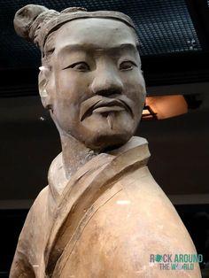 Stehender Bogenschütze der Terrakotta Armee vom Kaiser Qín Shǐhuángdì in Halle 2 – Standing Archer of the Terracotta Warriors of the first emperor Qín Shǐhuángdì in Pit 2 in Xi'an, China