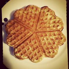 Desayuno Waffles de corazones! #desayunossorpresa #desayunoromantico #regalosorpresa #regalosoriginales Breakfast, Shape, Romantic Breakfast, Sweets, Surprise Gifts, Original Gifts, Hearts, Morning Coffee