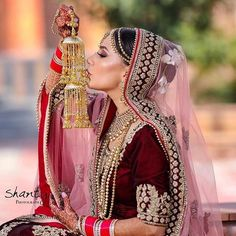 "bridal photography poses Best Bridal Portraits ""Solo"" poses for all bride-to-be - SetMyWed Indian Bride Poses, Indian Wedding Poses, Indian Bridal Photos, Indian Wedding Couple Photography, Wedding Couple Poses, Indian Bridal Fashion, Bride Photography, Wedding Photos, Wedding Ideas"