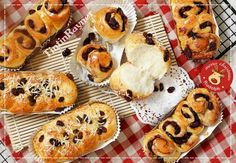Simple 20 minute cinnamon roll recipe made just for you! Cinnamon Roll Recipe Cream Cheese Frosting, Baking Recipes, Cookie Recipes, Pizza Pastry, Cake Pop Maker, Cake Decorating Icing, Resep Cake, Roti Recipe, Bread Cake
