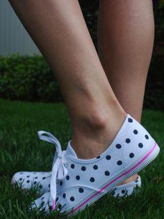 diy kate spade polka dot keds fashion high-heel shoes for women Converse, Cute Shoes, Me Too Shoes, Sharpie Shoes, Sharpie Paint, Painted Canvas Shoes, Painted Sneakers, Shoe Art, White Sneakers