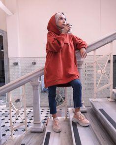 Hijab styles 793689134308986519 - Source by Modern Hijab Fashion, Street Hijab Fashion, Hijab Fashion Inspiration, Muslim Fashion, Modest Fashion, Fashion Outfits, Casual Hijab Outfit, Hijab Chic, Casual Outfits