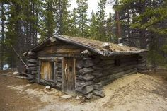 Trapper´s cabin near Bennett, Chilkoot Pass, Chilkoot Trail, Yukon Territory. I remember this cabin! Old Cabins, Tiny Cabins, Log Cabin Homes, Cabins And Cottages, Ideas De Cabina, Off Grid Cabin, Cabin In The Woods, Little Cabin, Survival Shelter