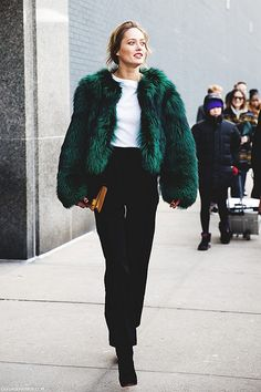New_York_Fashion_Week-Street_Style-Fall_Winter-2015-Model-Fur_Green_Coat   by collagevintageblog
