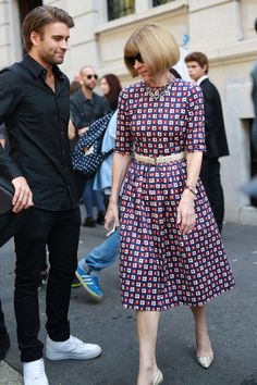 MFW Street Style Day 5: Anna Wintour stops the crowd in her printed dress.
