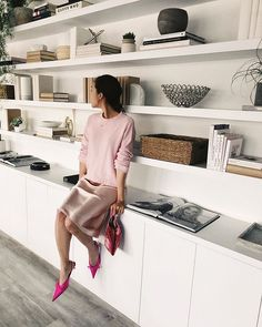 The Best Summer Work Outfits to Wear this Season - - Need some work OOTD inspiration? Click through to see best Chriselle Lim approved summer work outfits to wear this season! Living Room Shelves, Living Room Storage, Home Living Room, Living Room Decor, Home Office Shelves, Home Office Design, Interior Design Living Room, Living Room Designs, House Design