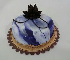 #glaçagem #glaze #flordechocolate #flower #roxa #branca #sejafoda #feliperochadecorcakee
