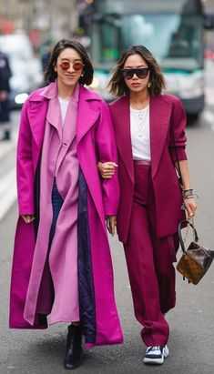 street style fashion / Fashion week week Fall street style fashion / Fashion week week Last Year's Clothes, This Year's Styling: An Editor's Guide to Getting It Right via Trussardi Milano - Pre-Spring 2019 - Shows - StreeTrends ( 2 Piece Outfits, Pink Outfits, Colourful Outfits, Colorful Fashion, Fall Outfits, Look Fashion, Autumn Fashion, Fashion Outfits, Milan Fashion