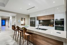 Luxury Kitchens Fine 46 Luxury White Kitchen Design Ideas To Get Elegant Look - As a rule, you would pick a white kitchen redesign in the event that you are a man who longs for flawless and smooth plan for your home space. Home Decor Kitchen, Interior Design Kitchen, Kitchen Ideas, Bar Kitchen, Kitchen Images, Kitchen Wood, Modern Interior, Kitchen Cabinets, Nice Kitchen