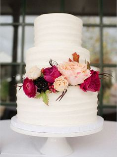 White Wedding Cakes white wedding cake with flowers. - This Red Fall Winery Wedding has beautiful blooms inspired by the season fill this romantic day that has so many vintage details, we want to share them all! Elegant Wedding Cakes, Beautiful Wedding Cakes, Beautiful Cakes, Perfect Wedding, Fall Wedding, Dream Wedding, Floral Wedding, French Wedding, Easy Wedding Cakes