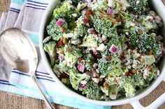Bacon Broccoli Salad 3 weight watchers SmartPoints Per Serving - free smart points recipes Crockpot Chicken And Gravy, Chicken Casserole, Weight Watchers Meals, Weigh Watchers, Soup And Salad, So Little Time, Food Print, Salad Recipes, Food To Make