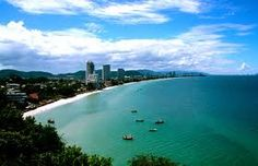 Hua Hin is a famous beach resort in Thailand. It is located south of Thailand's capital city of Bang. Bangkok Travel Guide, Siam, Thailand Honeymoon, Thailand Adventure, New Hospital, Paradise City, Famous Beaches, Exotic Places, Tourist Spots