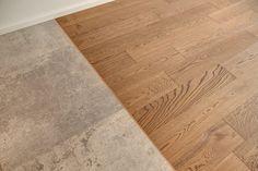 Zastosowanie dwóch różnych faktur przy wykańczaniu podłogi pozwala na wyraźne wyróżnienie stref mieszkania, bez konieczności stawiania ściany.