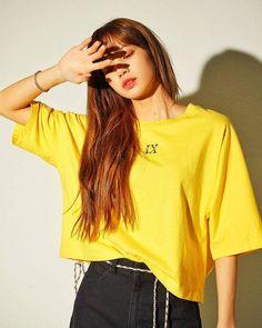 Your source of news on YG's current biggest girl group, BLACKPINK! Kim Jennie, Blackpink Lisa, Blackpink Fashion, Korean Fashion, Kpop Girl Groups, Kpop Girls, Lisa Blackpink Wallpaper, Kim Jisoo, Black Pink Kpop