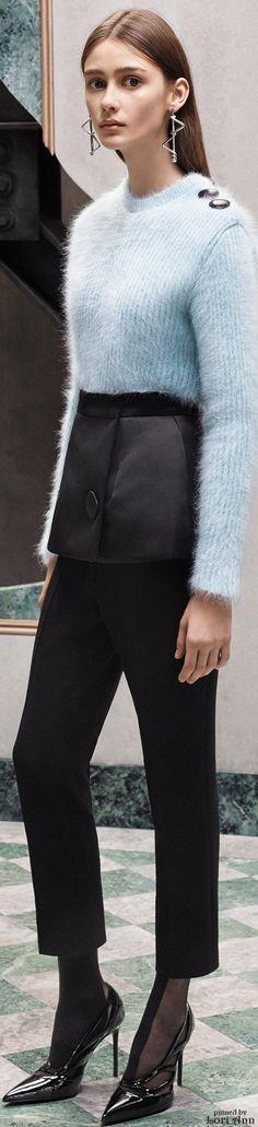 Balenciaga Pre-Fall 2015 Fashion Show Collection: See the complete Balenciaga Pre-Fall 2015 collection. Look 15 Runway Fashion, Fashion Show, Fashion Design, Paris Fashion, Women's Fashion, Balenciaga, Catwalks, Fall Looks, Autumn Winter Fashion