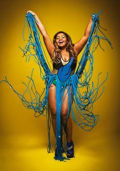 """""""Perdi muito tempo da minha vida sendo infeliz e me aceitei completamente. Uso a roupa que quero, mesmo que tenha que mandar fazer. Rebolo no palco, me sinto sensual. As pessoas acham que se você não é magra você tem que ser infeliz"""" Gaby Amarantos, 33 anos, cantora, veste 46 - Na Tpm de agosto"""