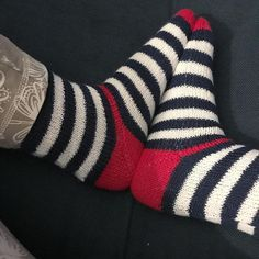 Knitting Patterns Socks Many of you have already noticed. Before the move were the … Knitting Wool, Sweater Knitting Patterns, Knitting Socks, Knit Patterns, Crochet Socks, Knit Crochet, Joma Style, Cozy Socks, Patterned Socks